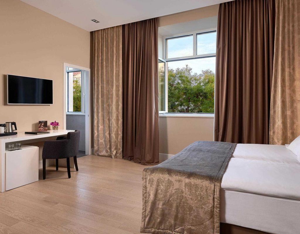 Superior City View Room-min
